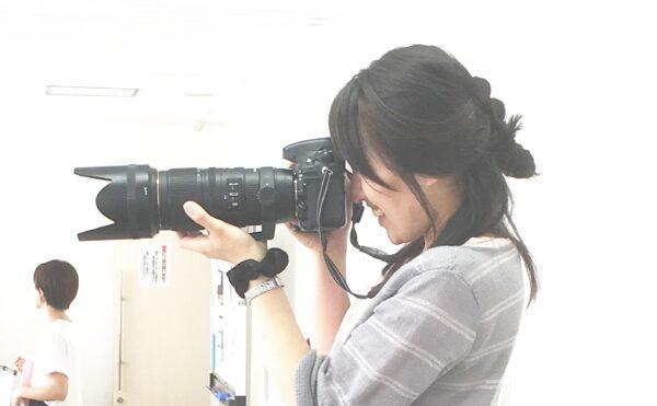 女性カメラマンの視点